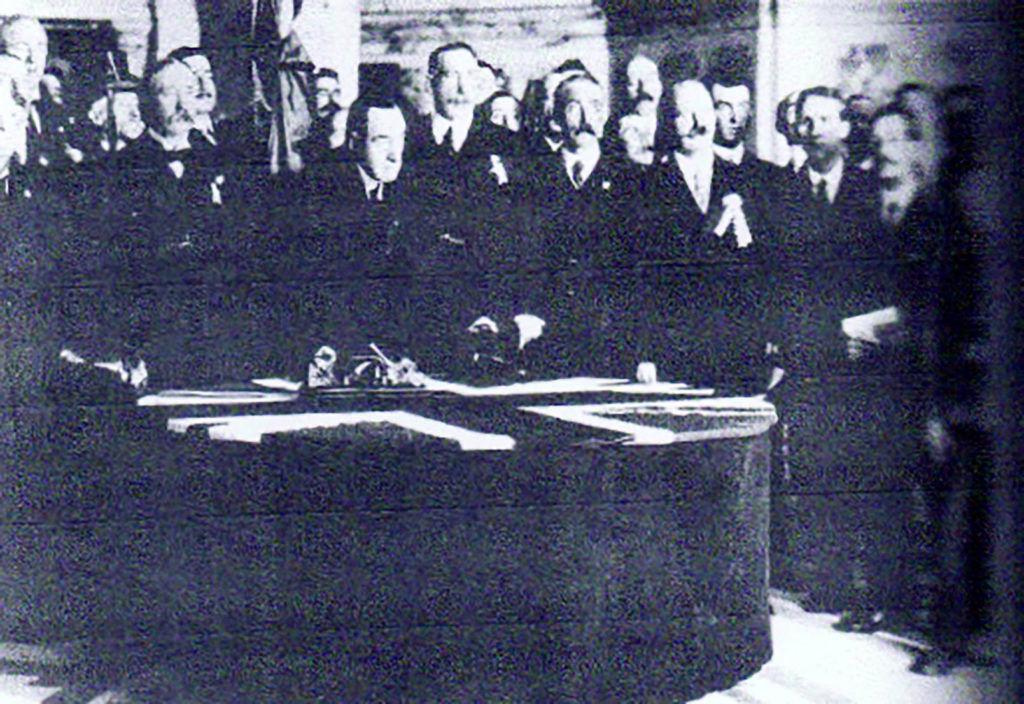 Sir Carson signing the Covenant in City Hall
