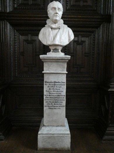 The bust of Edmund Plowden